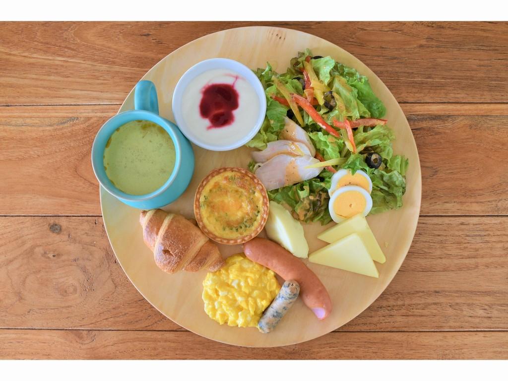 体が悦ぶ、島野菜のコブサラダ&ゴーヤキッシュプレート