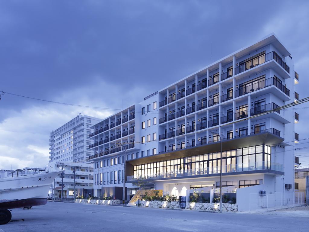 ◆ HOTEL LOCUS 外観 (夕) ◆