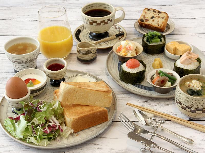 ご朝食は和洋バイキング(約50種類)
