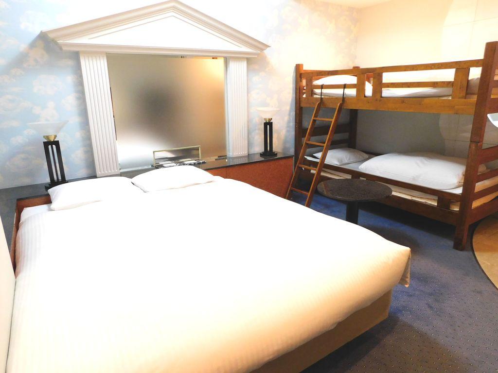 二段ベッド+クイーンベッドの4名様定員