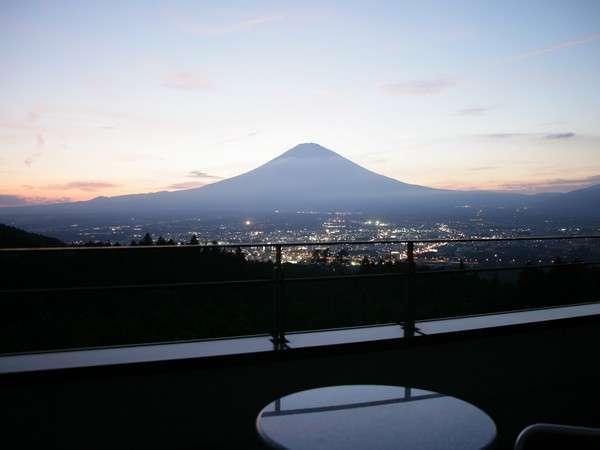 富士山側のお部屋からの夕景色