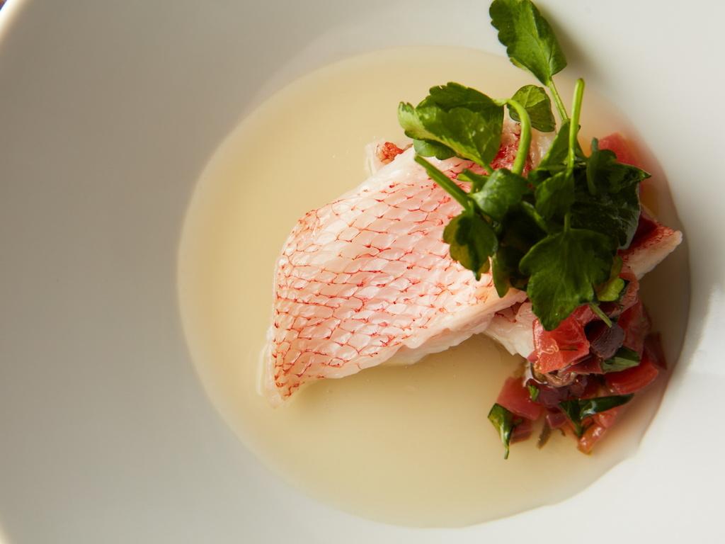 セリが香る鮮魚のヴァプール 和出汁のナージュ仕立て ニース風