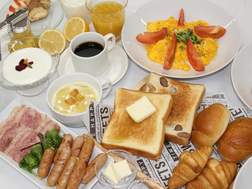 【朝食バイキング一例】大人もお子様も楽しめる朝食をご用意しております。