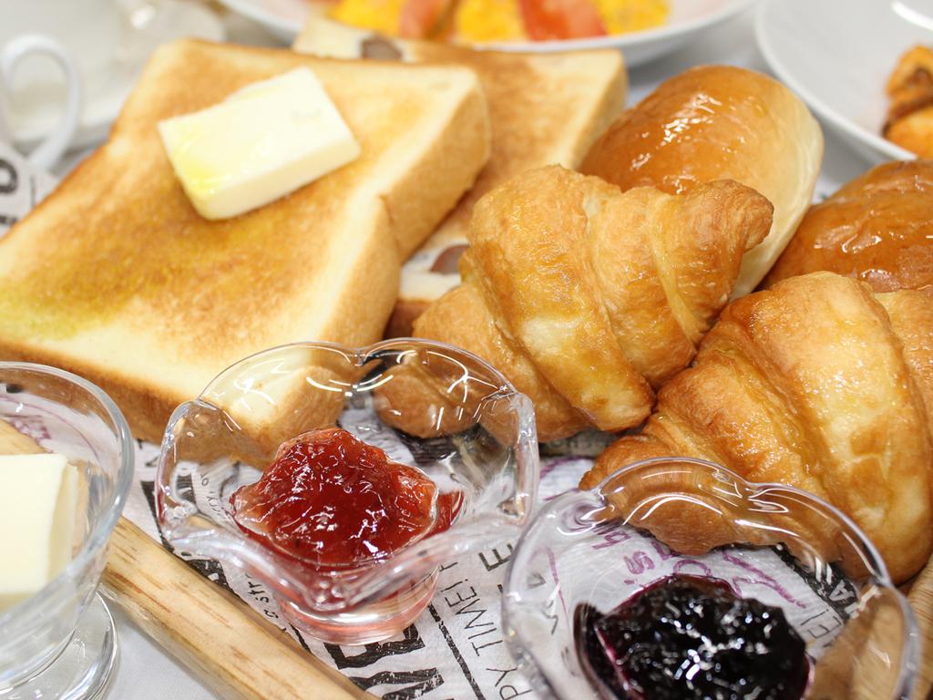 【朝食一例】ふっくら焼き立てのクロワッサンが好評♪