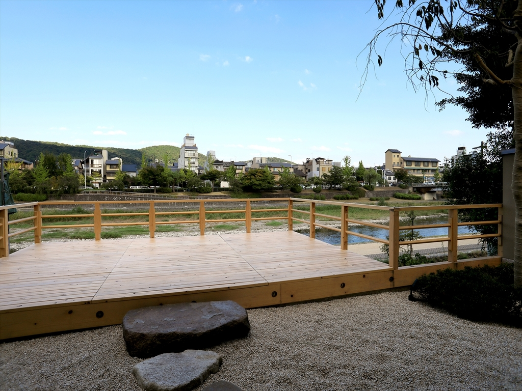 The breezy river-deck (May to September)