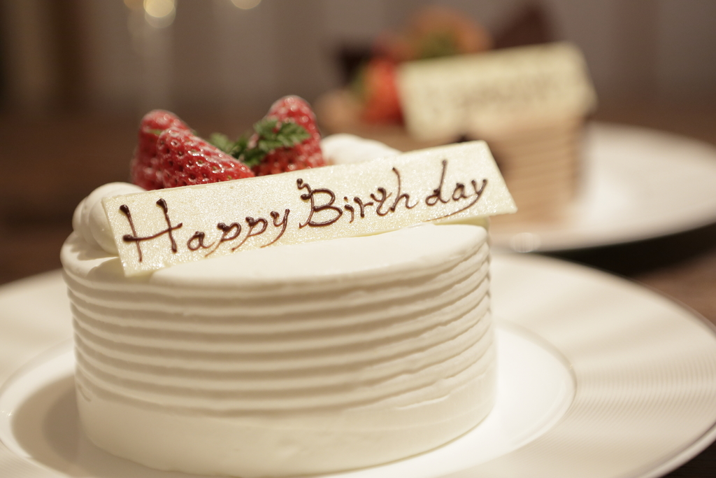 ◆記念日のお祝い◆アニバーサリーケーキ(イメージ/4号サイズ・2,700円+税〜・事前予約要)
