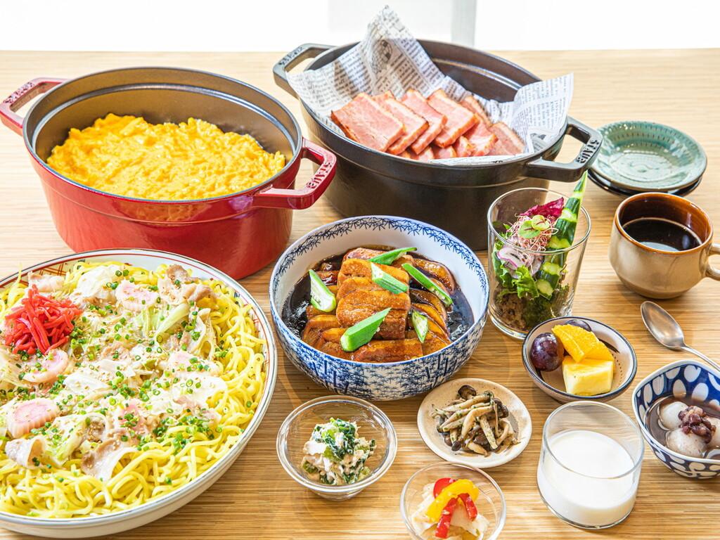 博多の郷土料理、九州各県のご当地メニューなど約70種をご用意。