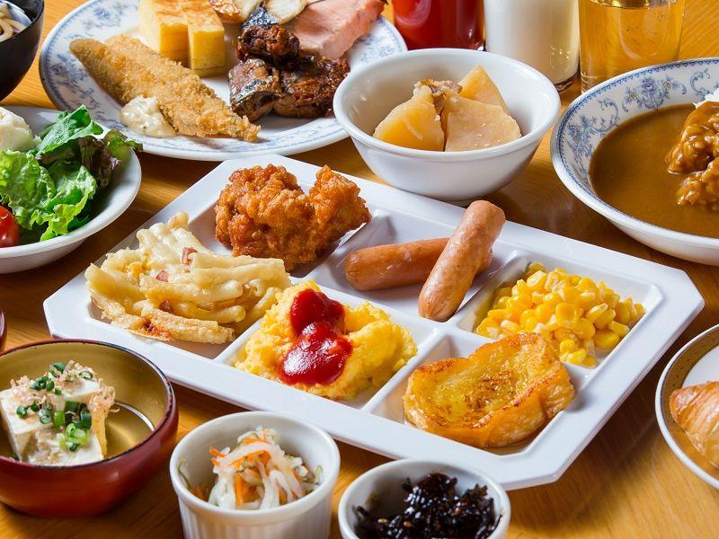 朝食は約50種類の『和洋バイキング』♪