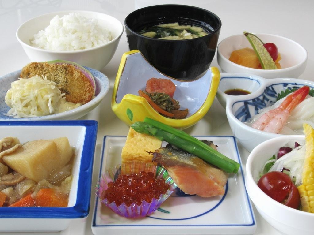 【和定食】イクラ・イカ刺など、函館ならではの海の幸も!