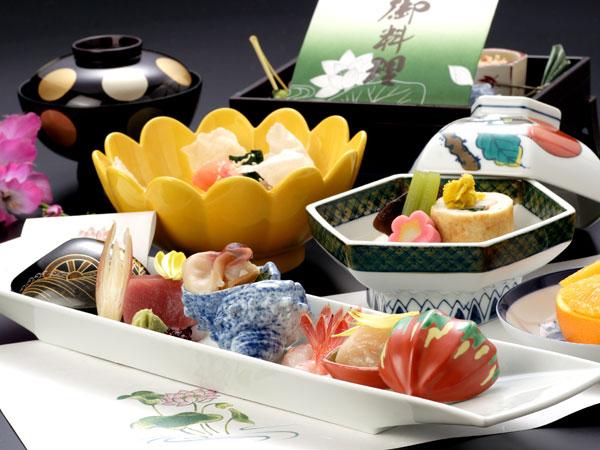 【お食事処うらら香】法要の膳の料理写真イメージです。故人を偲びながらおくつろぎ頂けます。
