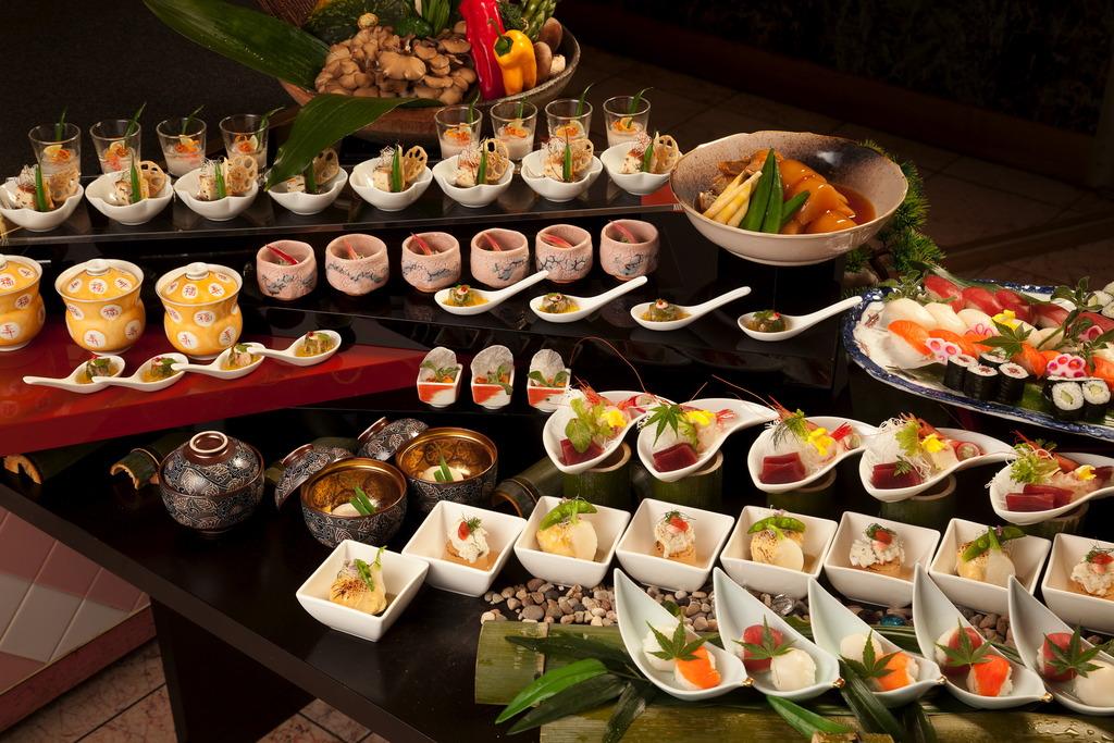 【プレミアムダイニング】洋食中心ですが、和食もご用意しております♪
