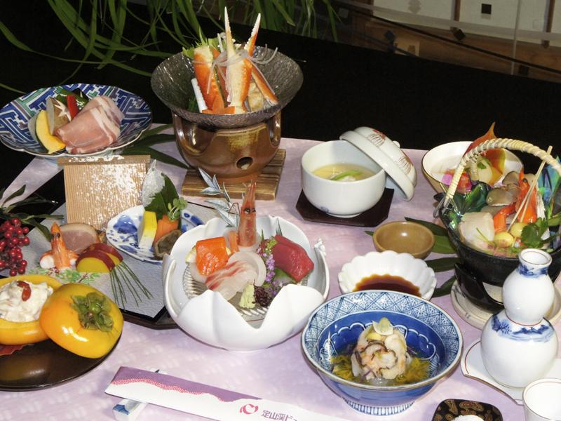 【夕食:食事処うらら香】お膳イメージです♪仕入れ状況により内容が変動する事がございます。