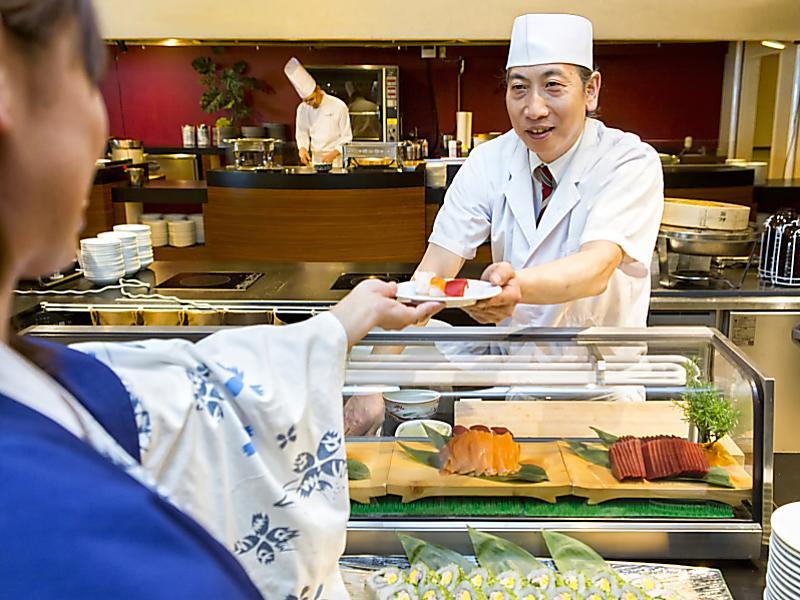 【Premium Dining】夕食・お寿司実演コーナー