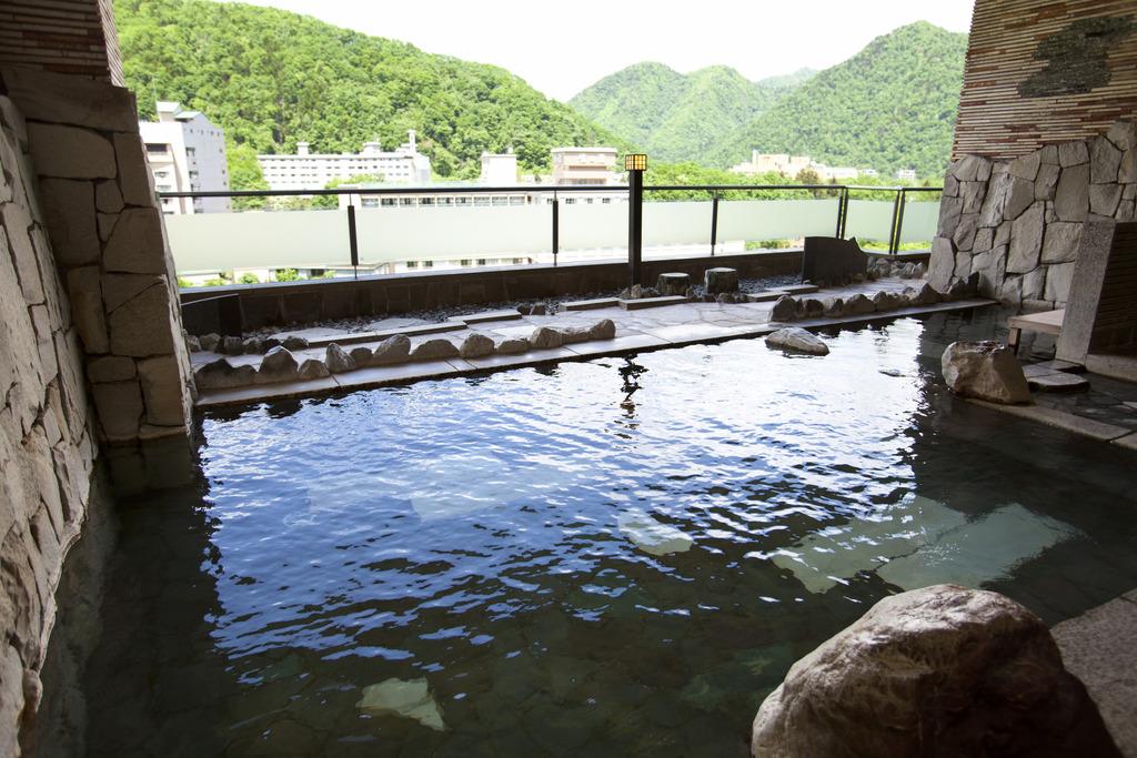 露天風呂から定山渓の四季を満喫