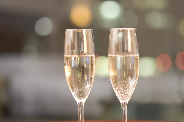 記念日の乾杯はおしゃれにワインで♪(写真はイメージです)