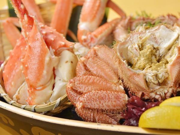 蟹の舟盛りには、たらば・ズワイ・毛蟹を贅沢に!