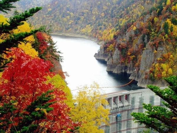 秋の七色紅葉など豊かな自然に囲まれた豊平峡ダム