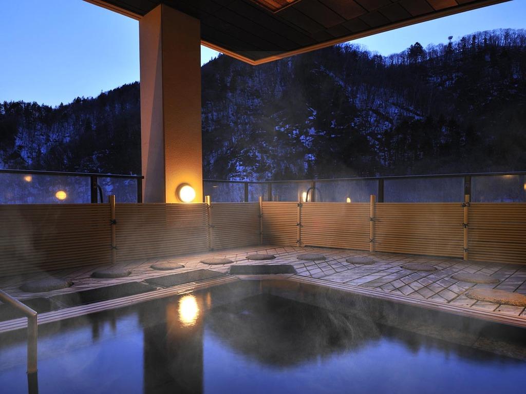 ◆12F 風月・露天風呂(夜)01