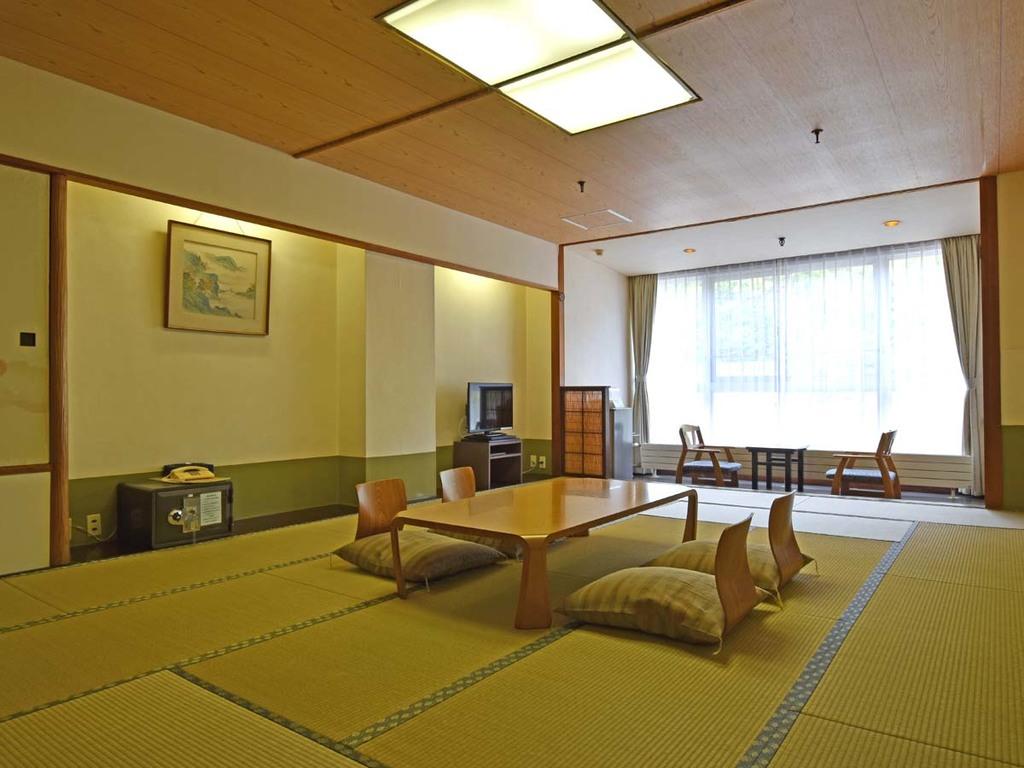 【西館広々和室15畳】畳の香りに癒される広々とした和室