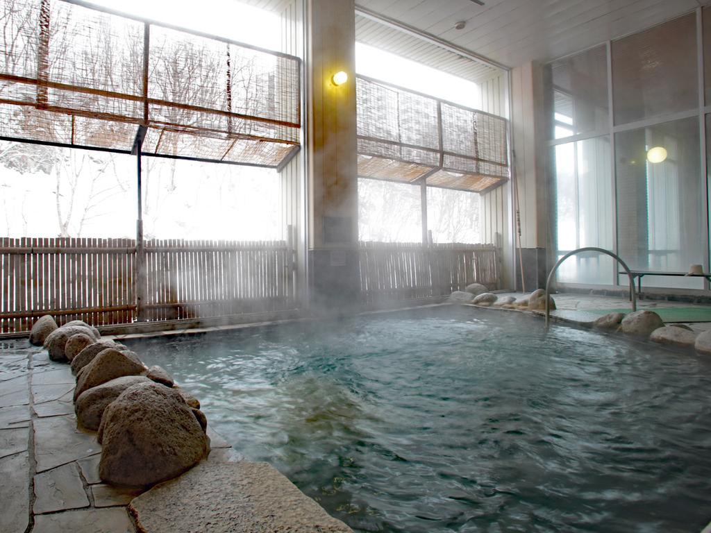 【冬の露天風呂】露天風呂から雪化粧の渓谷美を堪能