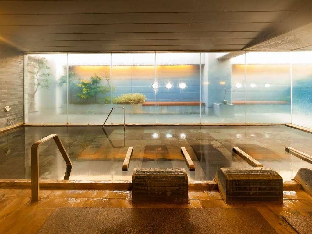 天然温泉大浴場 男性内湯(湯温40〜42℃)