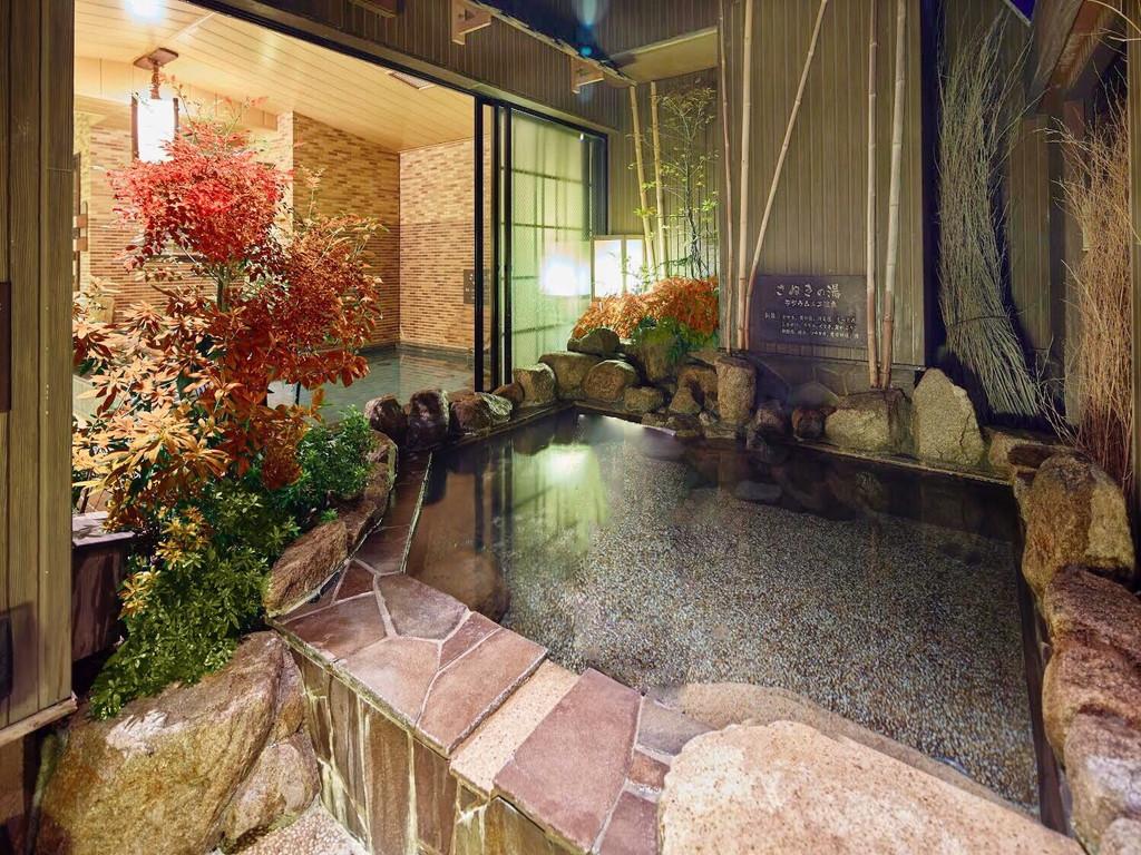 ■大浴場で紅葉を楽しめます