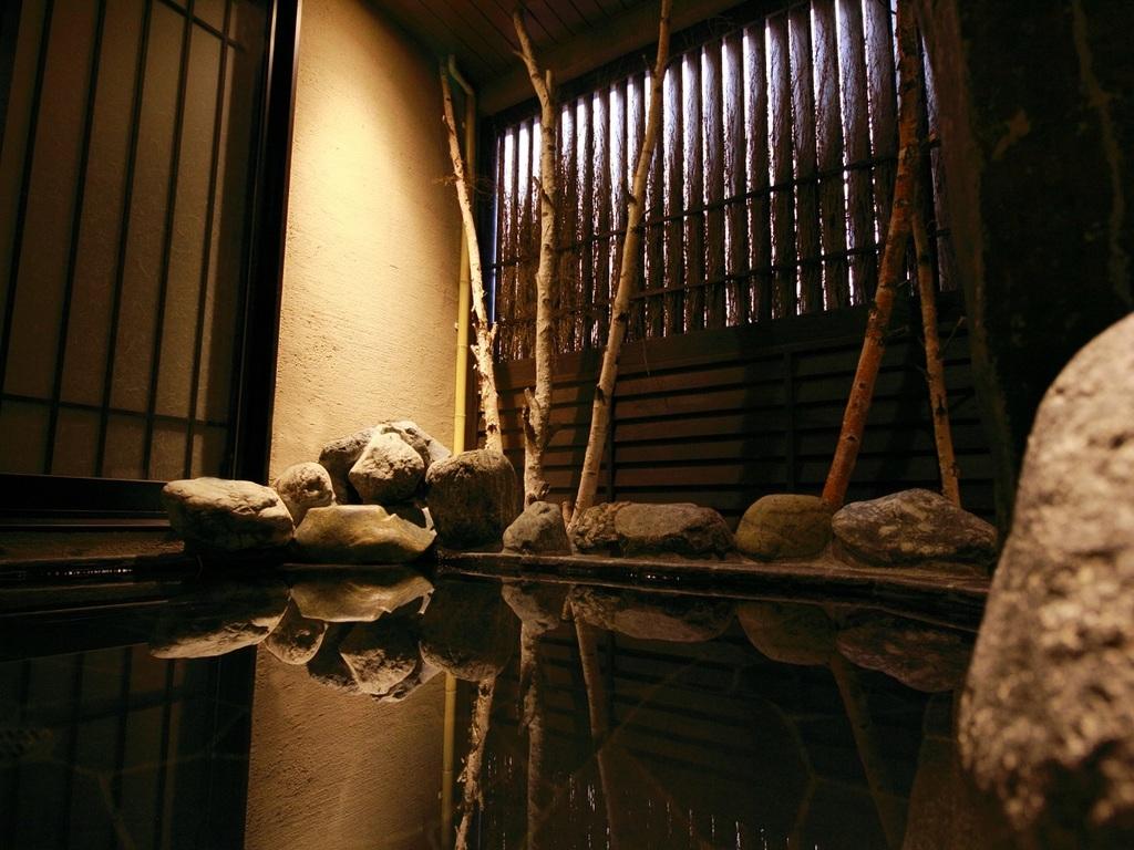 【天然温泉大浴場 幸鐘の湯】2F PM15:00〜翌AM10:00 夜通しで営業しております