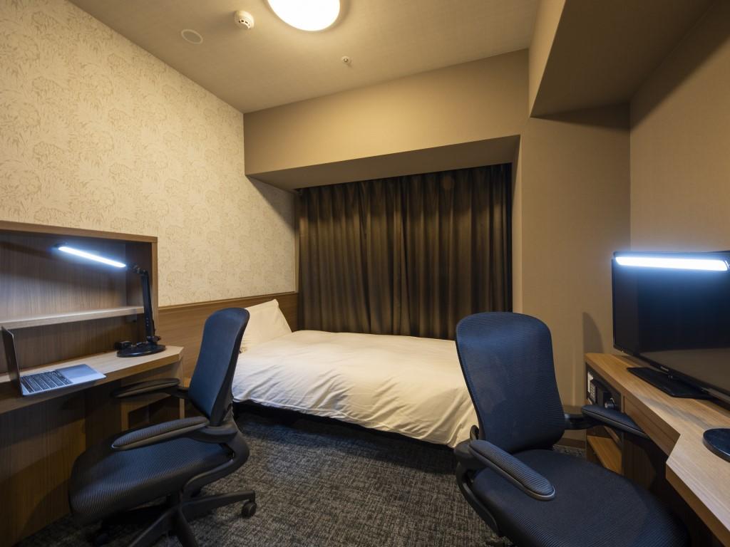【禁煙】オフィスルーム広さ14.7平米シモンズ社製ベッド(120×195センチ)