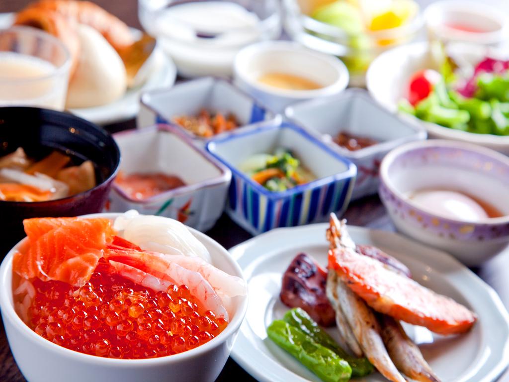 【朝食】盛り放題の海鮮丼