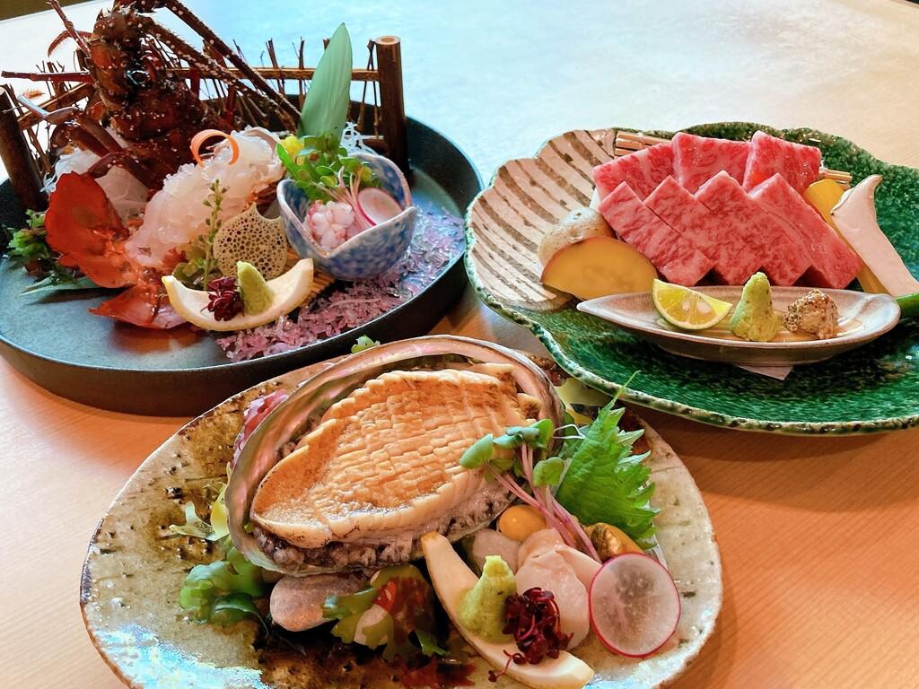 和牛の食べ比べ、鮑のお造り、伊勢海老のお造りより選べる一品料理付き♪