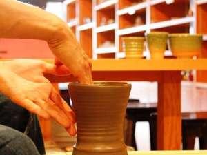 【公式サイトが一番お得】《陶芸体験付きプラン》電動ろくろ又は手びねりで作品づくり♪作品のお届けは送料無料!