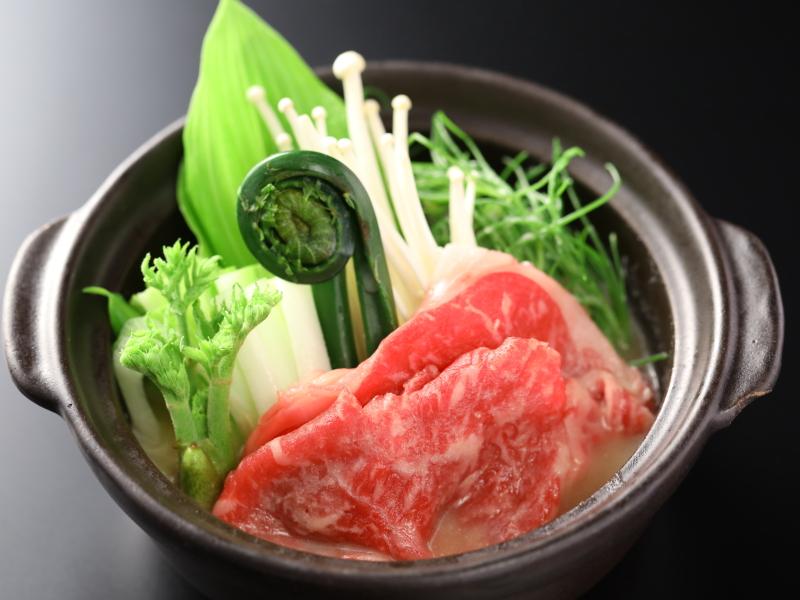 3月:国産牛と山菜の味噌バター風鍋