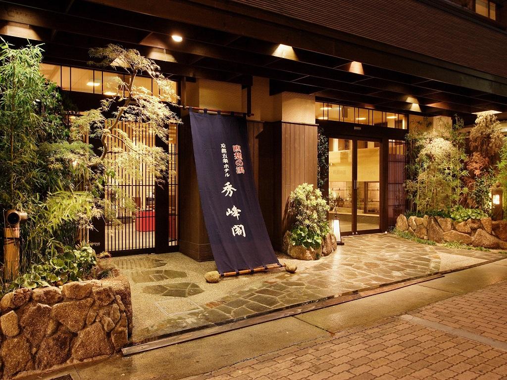 【外観】京阪本線「清水五条駅」4番出口より徒歩約3分。暖簾が目印です。