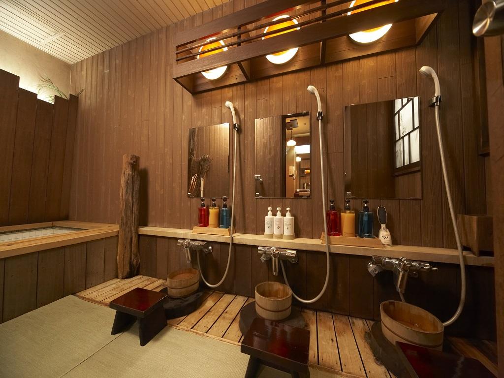 【貸切風呂】洗い場は畳敷きなっており、お子様も安心です。