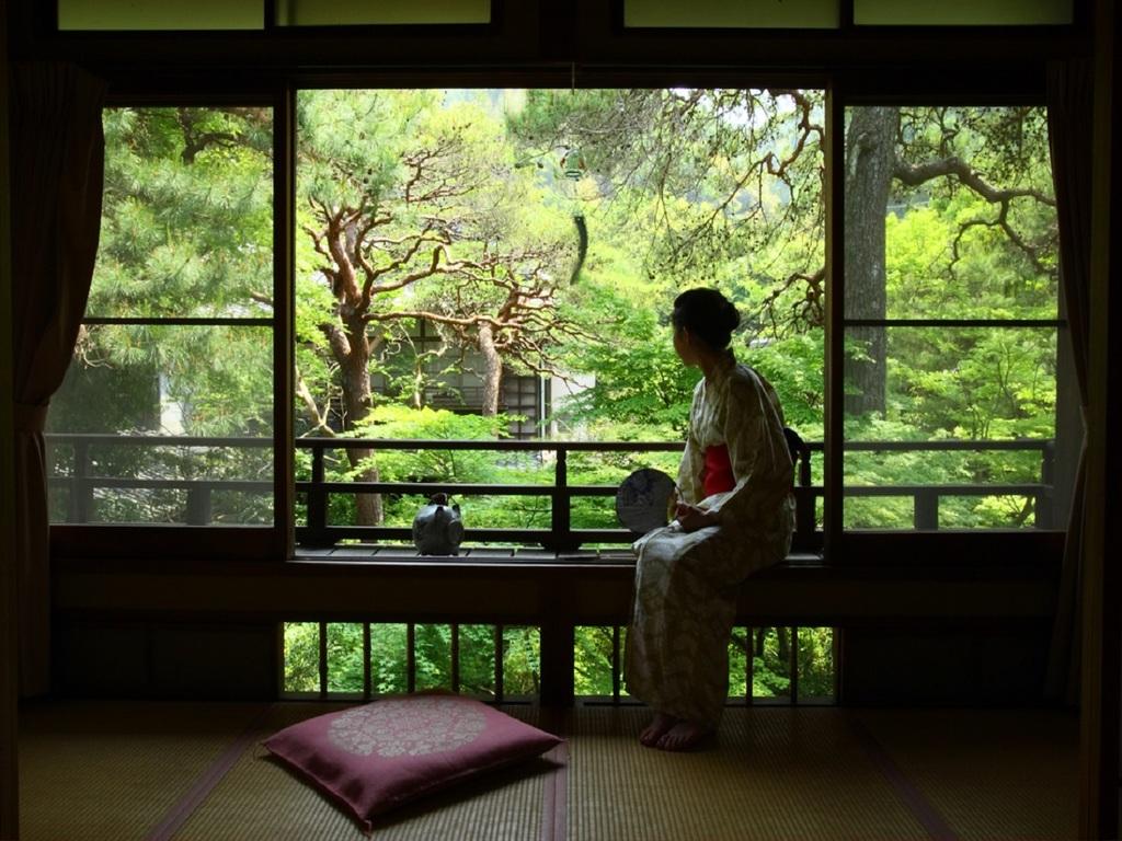 【中庭】流れる時間に身を任せ「何もしない旅」をお愉しみ下さい