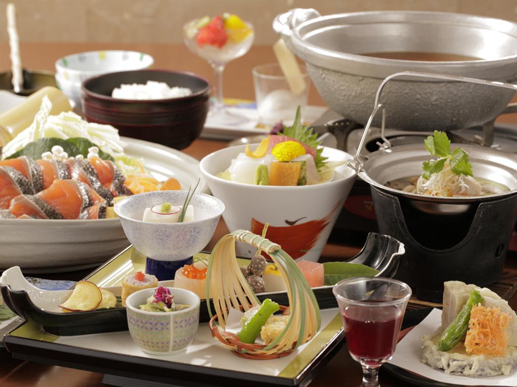 【ご夕食/花鳥】四季折々の食材を活かした四季彩鍋がメインの和食会席。