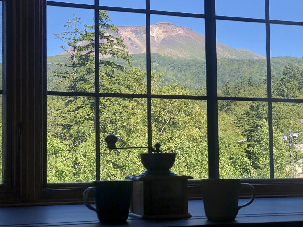 ■部屋■雄大な旭岳の眺望とお部屋に漂う挽き立てコーヒーの香り。