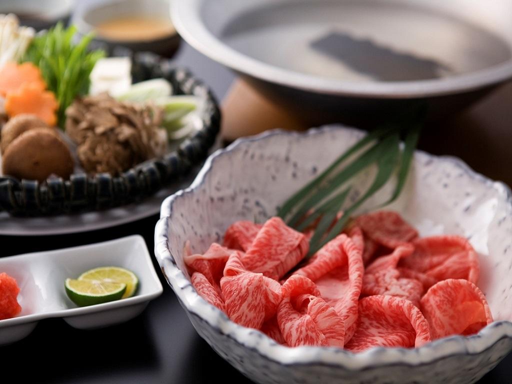 【夕食:飛騨牛しゃぶしゃぶ会席】厳選された飛騨牛をしゃぶしゃぶでご賞味ください。