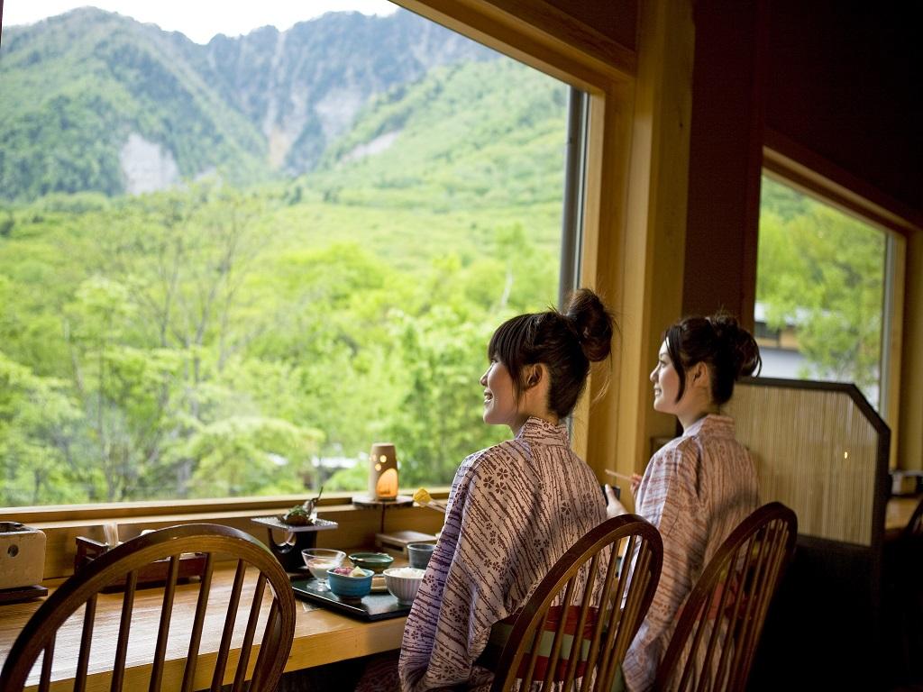 【食事処】朝食は山が望めるカウンター席がオススメ★