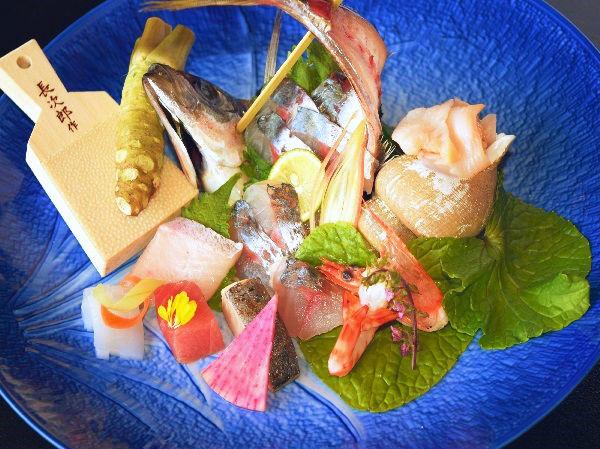 料理長が厳選!旬の海産物をご用意いたします。