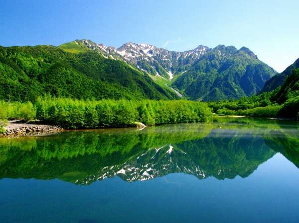 【上高地】平湯温泉より路線バスで片道約30分。5月下旬からがお勧めの季節です。
