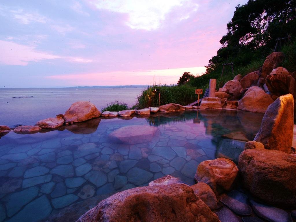 【浜千鳥の湯】混浴露天風呂 夕景