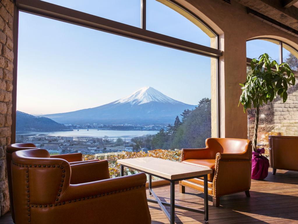 【スタンダード】富士山を望む絶景と自慢の夕朝食で癒しの旅を ~南仏プロヴァンス薫る館で贅沢なひと時~
