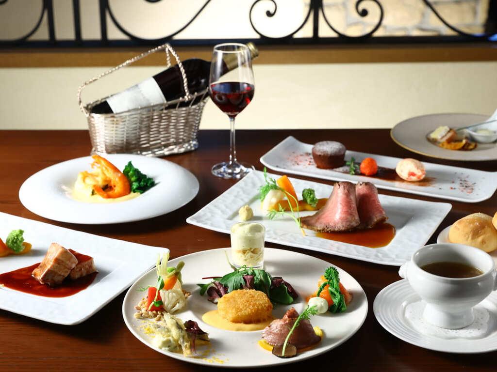 【夕食】全8品のコースを優雅に楽しむ至福のひととき。