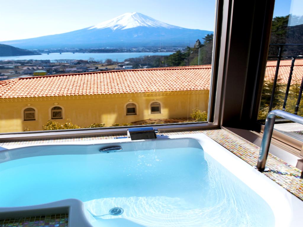 【ラビスタスイート】晴れていれば富士山を一望できるビューバスの眺めは、非日常のひとときとなります。