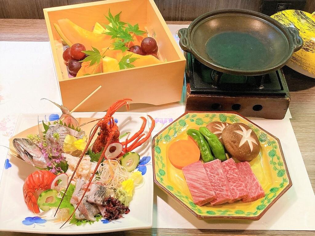 和牛陶板焼き、刺身盛り合わせ、フルーツ盛り合わせより選べる一品料理付き♪