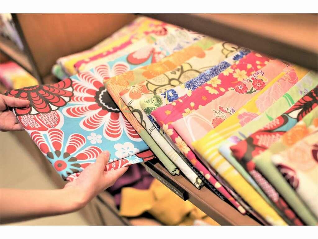 【浴衣処】1着500縁(円)にて色浴衣の貸し出しをしております。