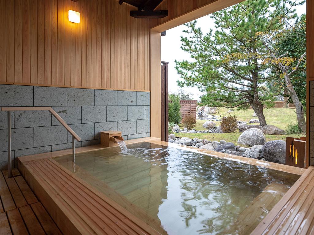 【貸切露天風呂/檜】共立リゾートならではの湯浴みスタイル。空いていれば無料で何度でも入浴♪