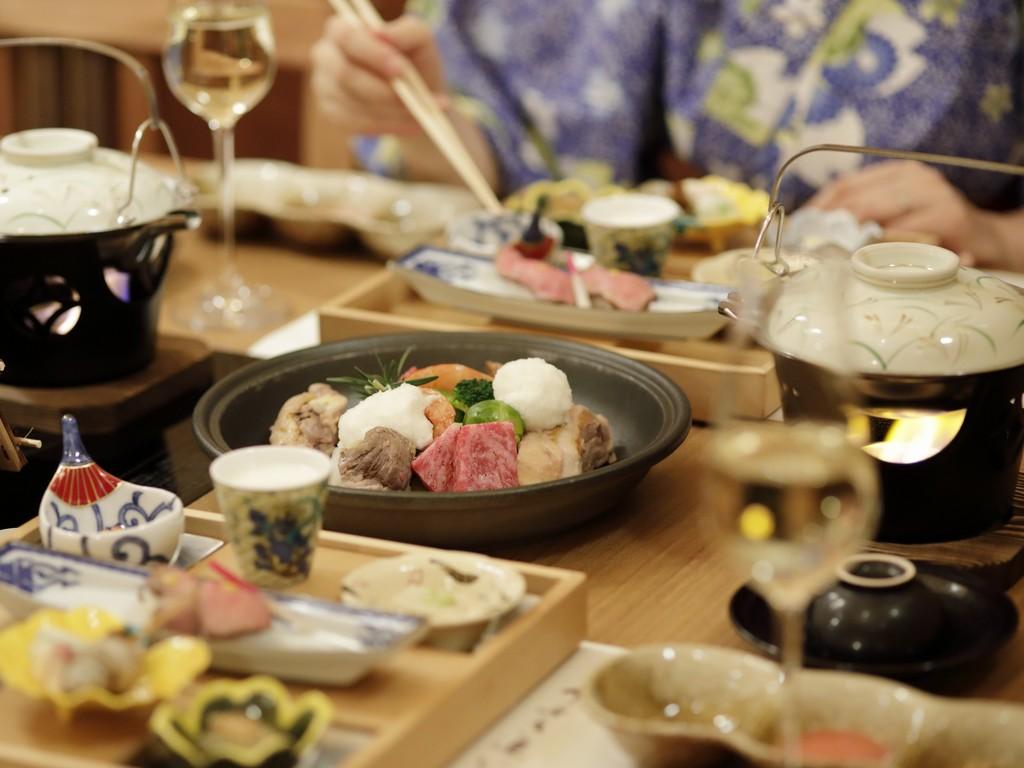 【食事】ご夕食は「和食会席」メインは飛騨牛を使用した野趣鍋