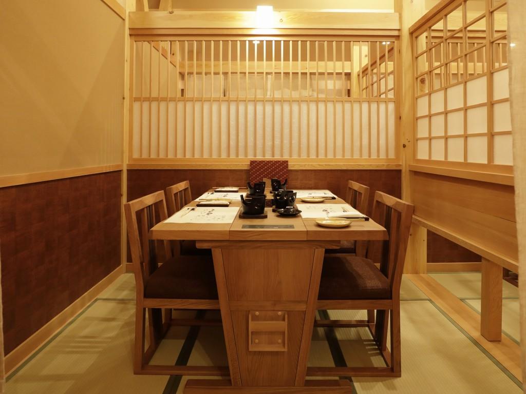 【食事処】お食事のお席は半個室・カウンターのお席をご準備。